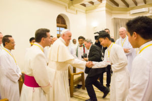 2017.12.Pope-Francis-meets-young-Jesuits-in-Myanmar