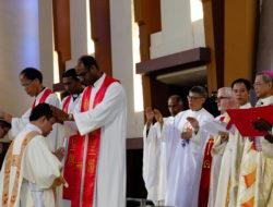 June 9 as hundreds of people gathered for the ordination of Romio Brahma SJ and Aloysius Ming-te Hsu SJ to the priesthood