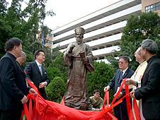與會佳賓們齊為利瑪竇神父銅像揭幕