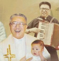 朱恩榮神父很活潑、聰明、點子多