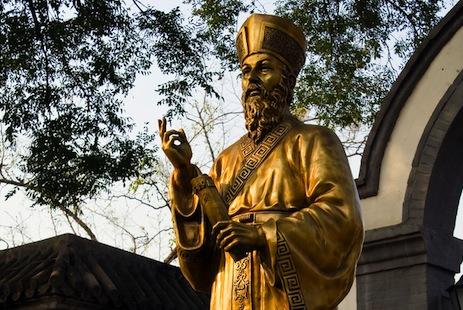 利瑪竇神父的列品案取得階段性進展,圖示屹立於北京南堂庭院的利氏銅像。