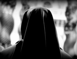Nun_1_at_the_prayer_vigil_for_consecrated_life_in_St_Peters_Square_Jan_28_2016_filter_Credit_Alexey_Gotovskiy_CNA