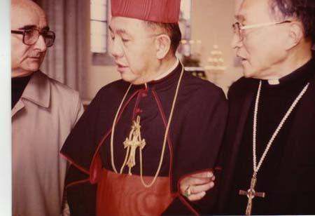 從左至右:蘇樂康神父、辛海梅樞機、金主教