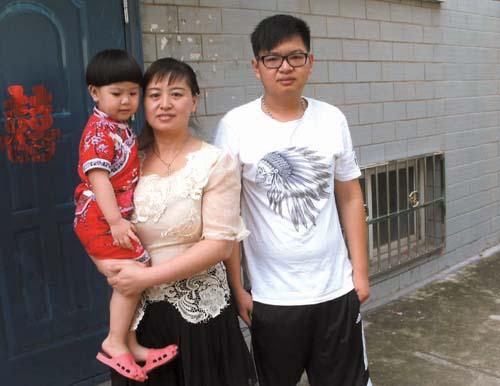 葉拴巧和兒子及女兒