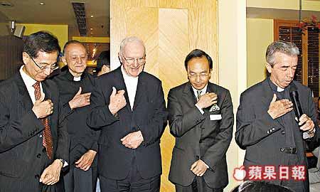 谷紀賢神父談論媒介(右一)
