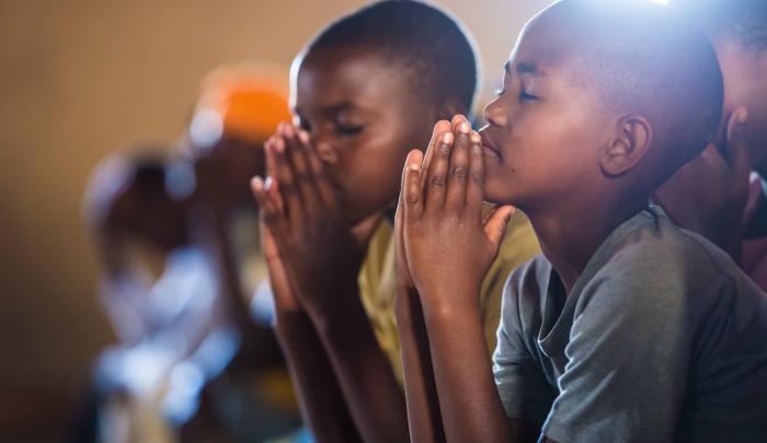 rwandan-children-praying-sm