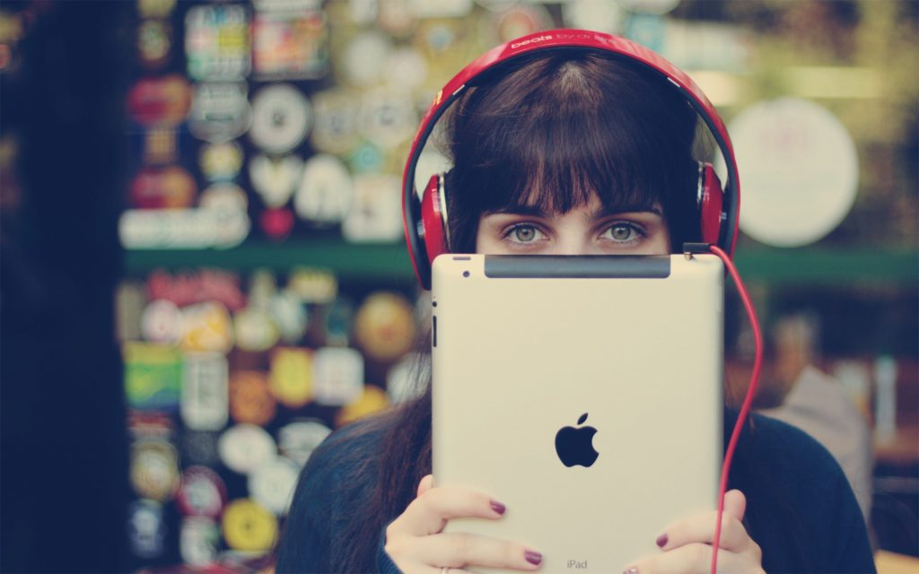hi-tech-girl-headphones-ipad-apple-bokeh-photo-vintage-hd-wallpaper