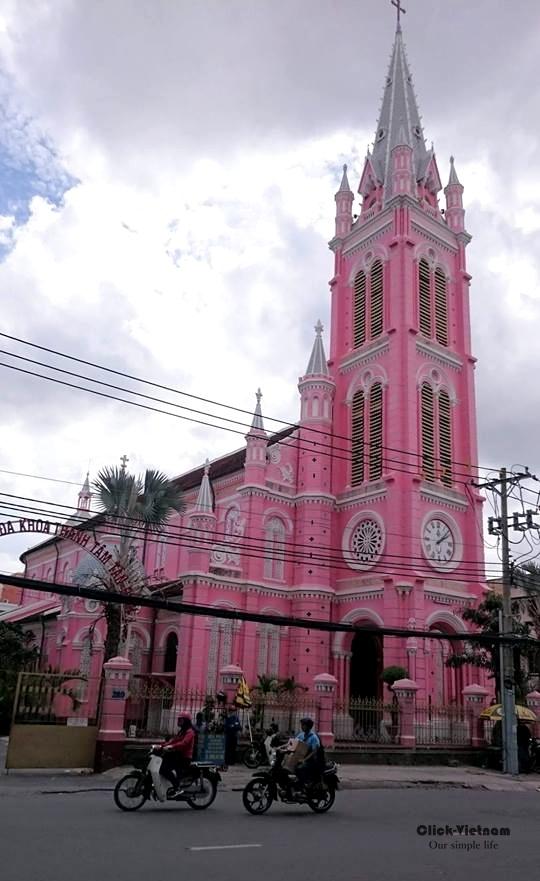 耶穌聖心堂Nhà thờ Tân Định(又名粉紅教堂) 地址: 289 Hai Bà Trưng, phường 8, Quận 3, Hồ Chí Minh