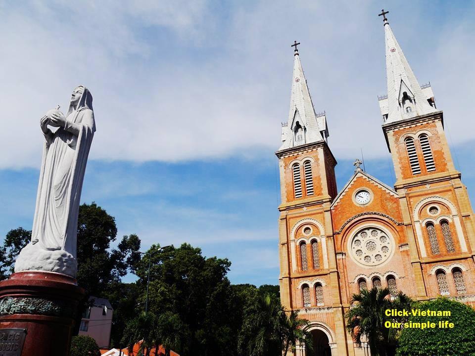 西貢聖母大教堂Nhà thờ Đức Bà Sài Gòn(又名紅教堂) 地址: 1, Công xã Paris, Bến Nghé, District 1, Ho Chi Minh
