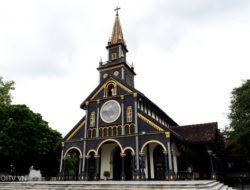 崑嵩木教堂Nhà thờ gỗ Kon Tum  地址:13 Nguyễn Huệ, Thống Nhất, Tp. Kon Tum, Kon Tum
