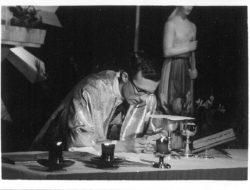晉鐸後首祭彌撒中成聖體1967.05.01
