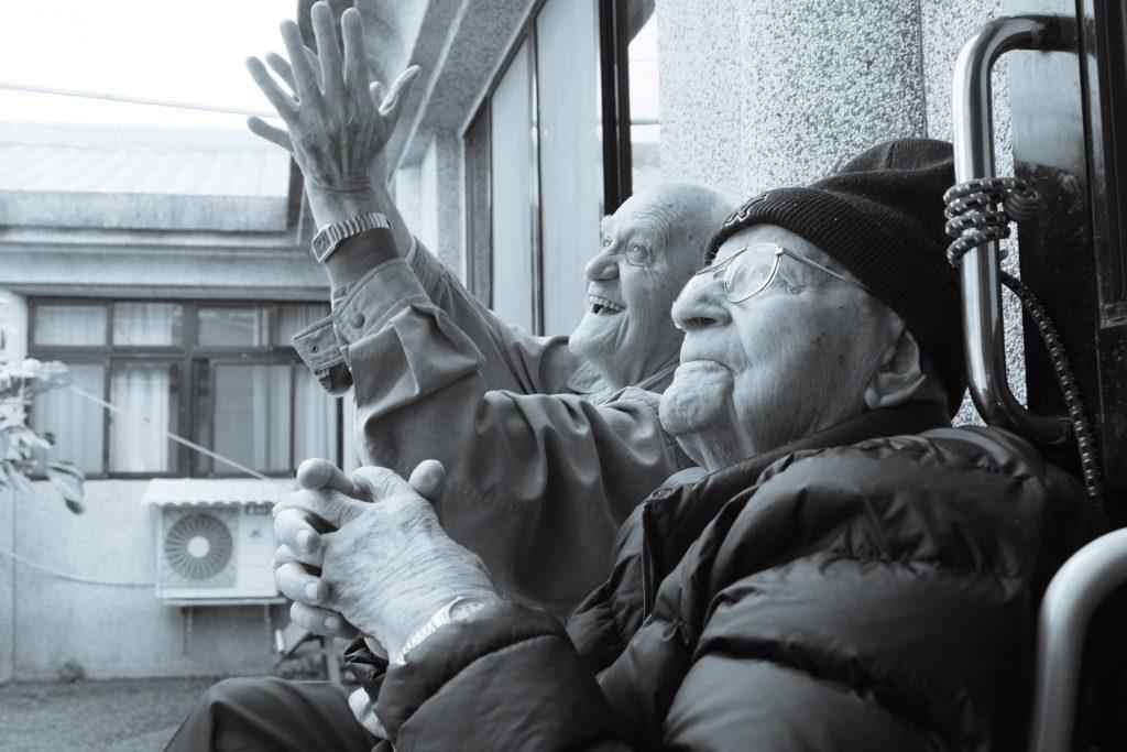 福傳路最佳拍檔:馮德山(左)及華思儉神父攝於2017頤福園